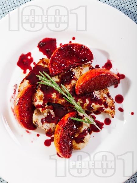 Пуешко филе с боровинков сос - снимка на рецептата